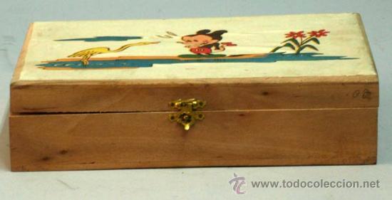 Juguetes antiguos y Juegos de colección: Caja labores costurero madera con ilustración Mickey Mouse años 50 con material costura - Foto 2 - 14092097