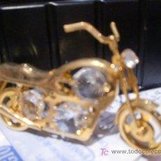 Juguetes antiguos y Juegos de colección: MOTO CON CRISTALES SWAROSKI. Lote 27239073