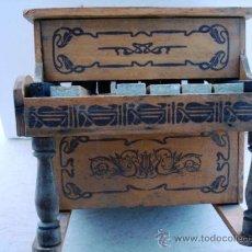 Juguetes antiguos y Juegos de colección: ANTIGUO Y BONITO PIANO DE MADERA. Lote 26913639