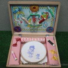 Juguetes antiguos y Juegos de colección: COSTURERO COMPLETO. Lote 22261722