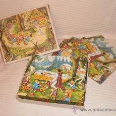 Juguetes antiguos y Juegos de colección: ANTIGUO ROMPECABEZAS DE BLANCANIEVES. CUBOS DE MADERA. Lote 26725681