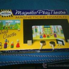 Juguetes antiguos y Juegos de colección: M69 BONITO TEATRO EN CARTON Y MADERA CON MUÑECOS . Lote 26792208