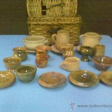 Juguetes antiguos y Juegos de colección: JUGUETES CERAMICA DE BARRO EN CESTITA ORIGINAL.20 PIEZAS+CESTITA MIMBRE. Lote 28332411