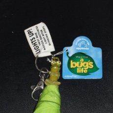 Juguetes antiguos y Juegos de colección: LLAVERO CON LUCES - PERSONAJE PELICULA * BICHOS - A BUG'S LIFE * DISNEY PIXAR - NUEVO!!. Lote 108246050