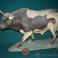 Juguetes antiguos y Juegos de colección: TORO DE CARTÓN. Lote 31000542
