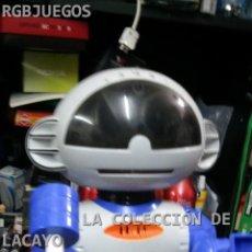 Juguetes antiguos y Juegos de colección: ROBOT GRABADOR - REPRODUCTOR CON LUCES FUNCIONANDO. Lote 32797384