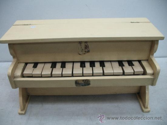 Piano de juguete antiguo hecho de madera comprar en - Juguetes antiguos de madera ...