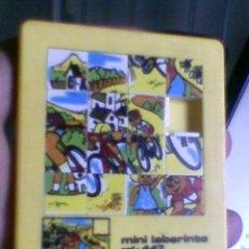 Juguetes antiguos y Juegos de colección: PUZZLE PUZLE ROMPECABEZAS MINI LABERINTO REF 447 BOLSILLO CICLISMO . Lote 37458102
