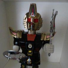 Juguetes antiguos y Juegos de colección: ROBOT FUNCIONANDO CON ARMAS. Lote 38061192