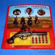 Juguetes antiguos y Juegos de colección: PISTOLA CON DETONADORES CURRO JIMÉNEZ T.V.E., METAL, REDONDO, ORIGINAL AÑOS 70. A ESTRENAR.. Lote 136970493