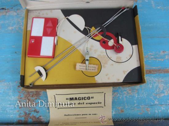 Juguetes antiguos y Juegos de colección: ANTIGUA RADIO DEL ESPACIO DE LA MARCA MAGICO - COMPLETO Y ORIGINAL - LA RADIO DE BOLSILLO - EN BUEN - Foto 2 - 222547637