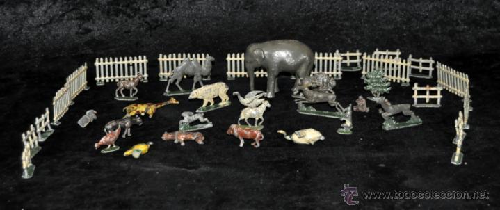 GRAN CONJUNTO ZOOLÓGICO CON VARIOS ANIMALES Y PIEZAS EN PLOMO. AÑOS 30-40. CASANELLAS (Juguetes - Varios)