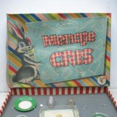 Juguetes antiguos y Juegos de colección: ANTIGUO JUEGO DE PLATOS VASOS Y FUENTE DE MENAJE CRIS. Lote 40263241