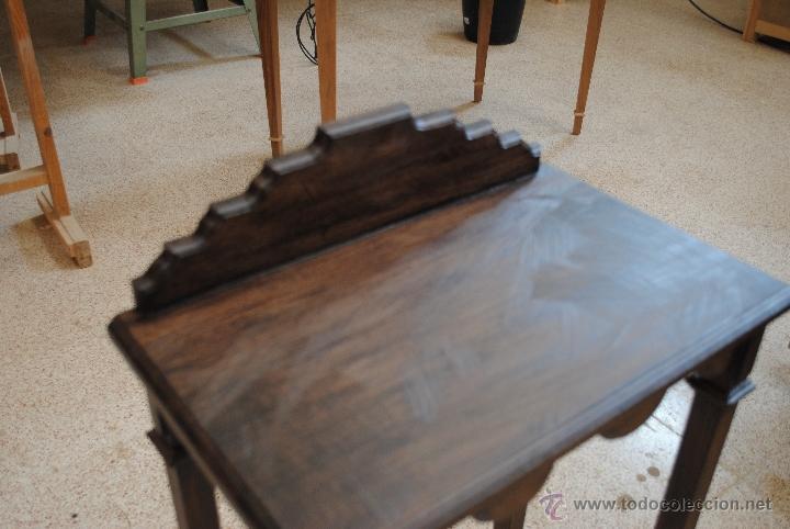 Juguetes antiguos y Juegos de colección: Mesita de madera pintada con estuco - Foto 5 - 40817949