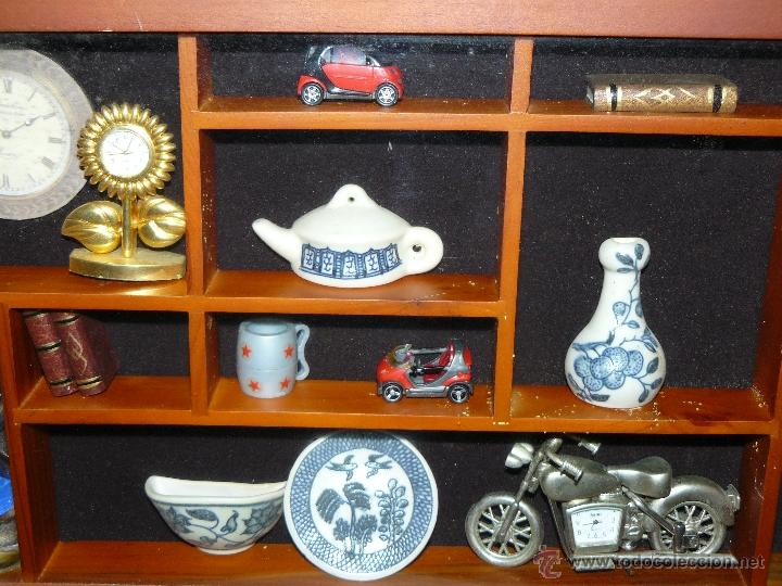 Juguetes antiguos y Juegos de colección: EXHIBIDOR DE MADERA Y CRISTAL CON MINIATURAS - Foto 3 - 41133451