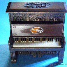 Juguetes antiguos y Juegos de colección: SACAPUNTAS - PIANO - PLAY ME - ORIGINAL - PLAYME. Lote 41221645