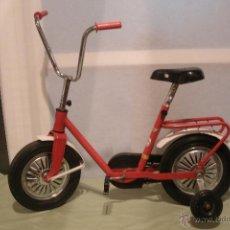 Brinquedos antigos e Jogos de coleção: ANTIGUA BICICLETA INFANTIL TIPO MOTORETA DE MARCA INJUSA IBI - ORIGINAL AÑOS 70. Lote 177071804