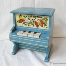Juguetes antiguos y Juegos de colección: PIANO DE JUGUETE HECHO EN MADERA - AÑOS 50. Lote 42646847