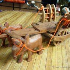 Juguetes antiguos y Juegos de colección: ARTESANAL CARRETILLA Y BUEYES EN MADERA. Lote 42684344