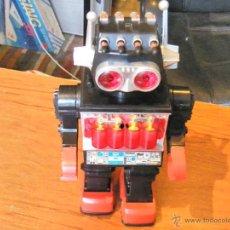 Juguetes antiguos y Juegos de colección: ROBOT VINTAGE LANZAMISILES . Lote 42854020