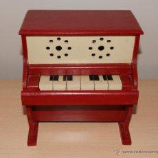 Juguetes antiguos y Juegos de colección: ANTIGUO PIANO DE JUGUETE AÑOS 50 TOTALMENTE EN MADERA. FUNCIONA. Lote 42940838