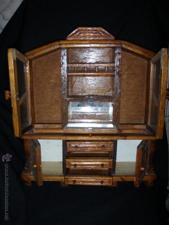 Juguetes antiguos y Juegos de colección: MUEBLE DE COMEDOR DE MADERA Y CRISTALES PARA MUÑECA NO ES MINIATURA - Foto 2 - 43186352