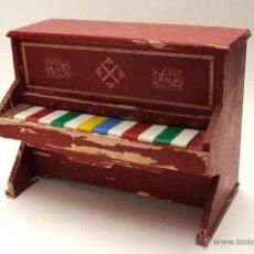 Juguetes antiguos y Juegos de colección: ANTIGUO PIANO DE MADERA. Lote 43724587
