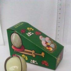 antiguo juguete de metal con mecanismo bird in shell huevo pajaro china bastante raro vintage