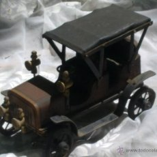 Juguetes antiguos y Juegos de colección: JUGUETE COCHE CLASICO ANTIGUO MADERA HIERRO Y PIEL. Lote 46593916