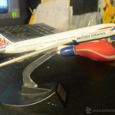 Juguetes antiguos y Juegos de colección: M69 BONITO AVION COMERCIAL BRITISH AIRWAYS BOING 777-200 EN METAL. Lote 176136725