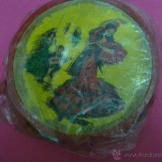 Juguetes antiguos y Juegos de colección: ANTIGUA PANDERETA DE DECORACION FLAMENCA DE MADERA. Lote 47037934