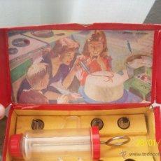 Juguetes antiguos y Juegos de colección: ANTIGUA MANGA PASTELERA ROJA EN SU CAJA ORIGINAL. Y CON SUS RECAMBIOS .. Lote 47449860