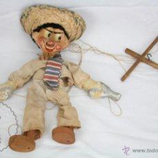 Juguetes antiguos y Juegos de colección: ANTIGUA MARIONETA DE CARTÓN PIEDRA Y MADERA - PISTOLERO MEXICANO - RESTAURACIÓN - 27 CM ALTURA. Lote 48569097