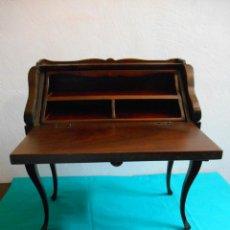 Juguetes antiguos y Juegos de colección: PRECIOSO ESCRITORIO DE MADERA DE CAHOBA PARA MUÑECAS O DECORACION. Lote 48874074