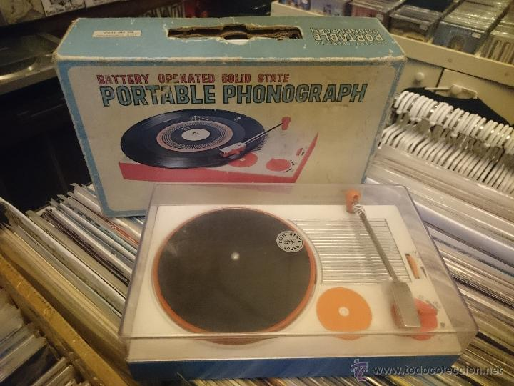 TOCADISCOS DE JUGUETE BATTERY OPERATED PORTABLE PHONOGRAPH ASASHI CORP JAPON (Juguetes - Varios)