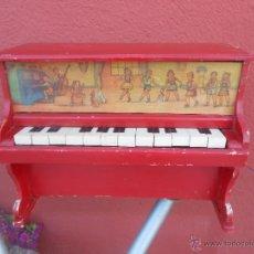 Juguetes antiguos y Juegos de colección: JUGUETE ANTIGUO. PIANITO DE MADERA. FUCIONANDO. Lote 49733794