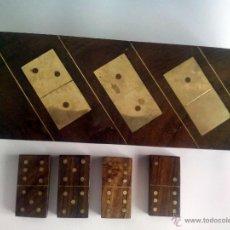 Juguetes antiguos y Juegos de colección: ANTIGUO DOMINO DE MADERA Y LATÓN EN PERFECTO ESTADO. Lote 50466096