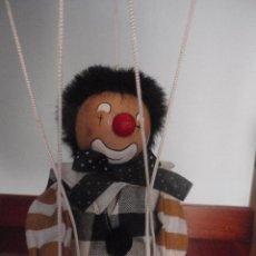 Marioneta de madera, payaso. De cinco hilos