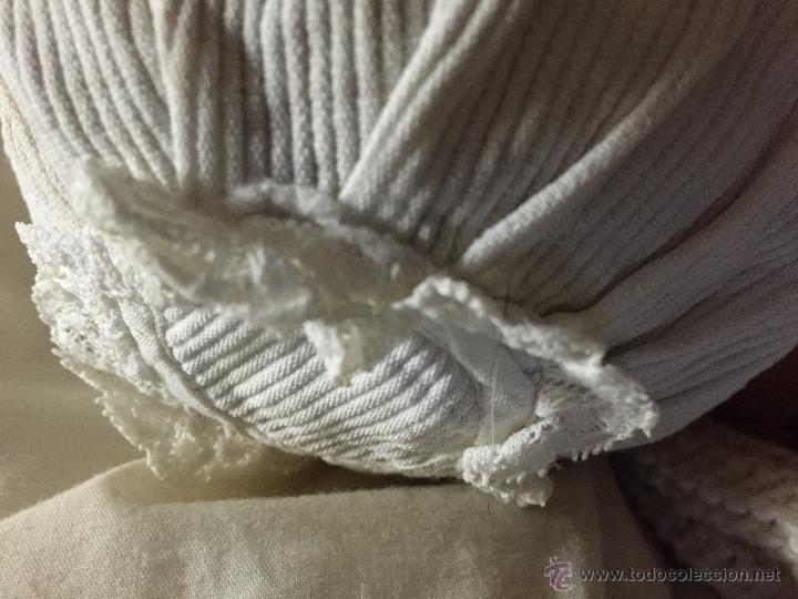 Juguetes antiguos y Juegos de colección: Antiguo gorrito de bebé en piqué de algodón y encaje - Foto 3 - 52738637