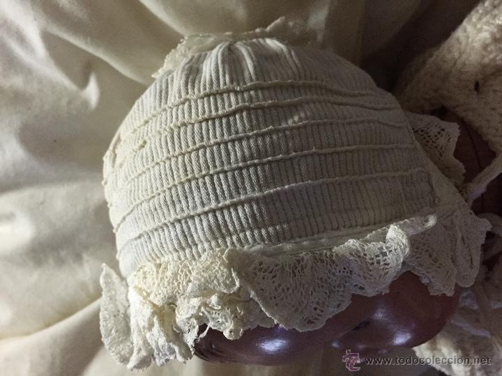 Juguetes antiguos y Juegos de colección: Antiguo gorrito de bebé en piqué de algodón y encaje - Foto 4 - 52738637