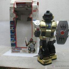 Juguetes antiguos y Juegos de colección: DICKIE CAPTAIN ROBOT - ROBOT DE PLÁSTICO CON MECANISMO A PILAS. Lote 53313085