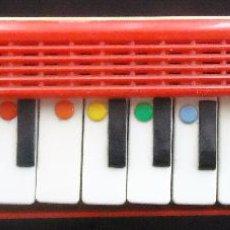 Juguetes antiguos y Juegos de colección: INSTRUMENTO MUSICAL VIENTO MUSICA MELODICA TECLA JUGUETE INFANTIL NIÑO SOLFEO DO RE MI PENTAGRAMA. Lote 54026378