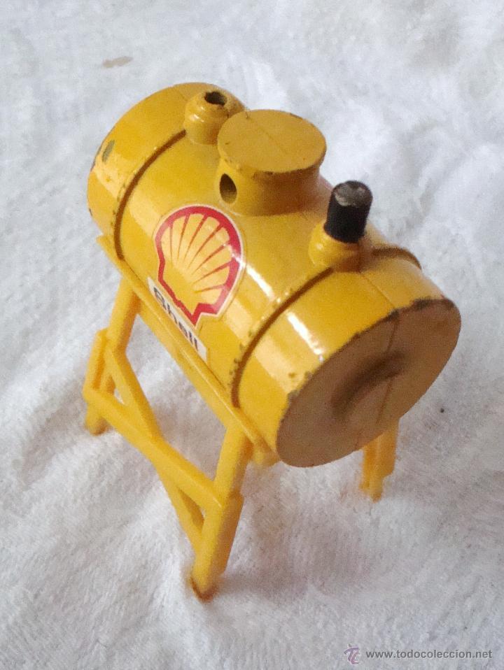 Juguetes antiguos y Juegos de colección: Depósito de gasolina juguete marca shell en metal y plástico con soporte - Foto 2 - 54473642