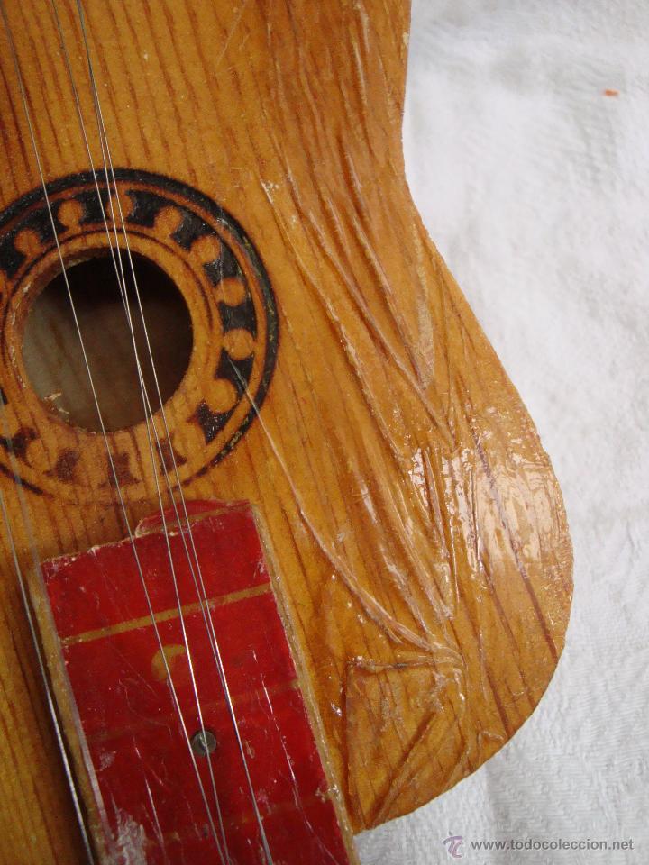 Juguetes antiguos y Juegos de colección: Guitarra pequeña de juguete en madera muy antigua - Foto 4 - 54443243