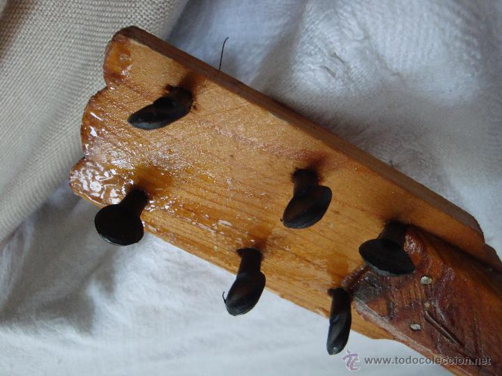 Juguetes antiguos y Juegos de colección: Guitarra pequeña de juguete en madera muy antigua - Foto 5 - 54443243