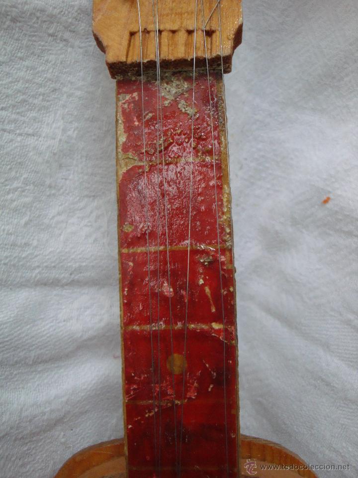 Juguetes antiguos y Juegos de colección: Guitarra pequeña de juguete en madera muy antigua - Foto 6 - 54443243