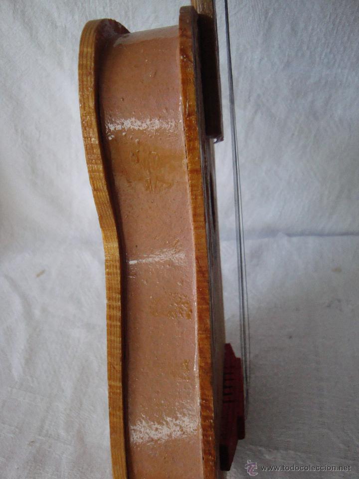 Juguetes antiguos y Juegos de colección: Guitarra pequeña de juguete en madera muy antigua - Foto 7 - 54443243