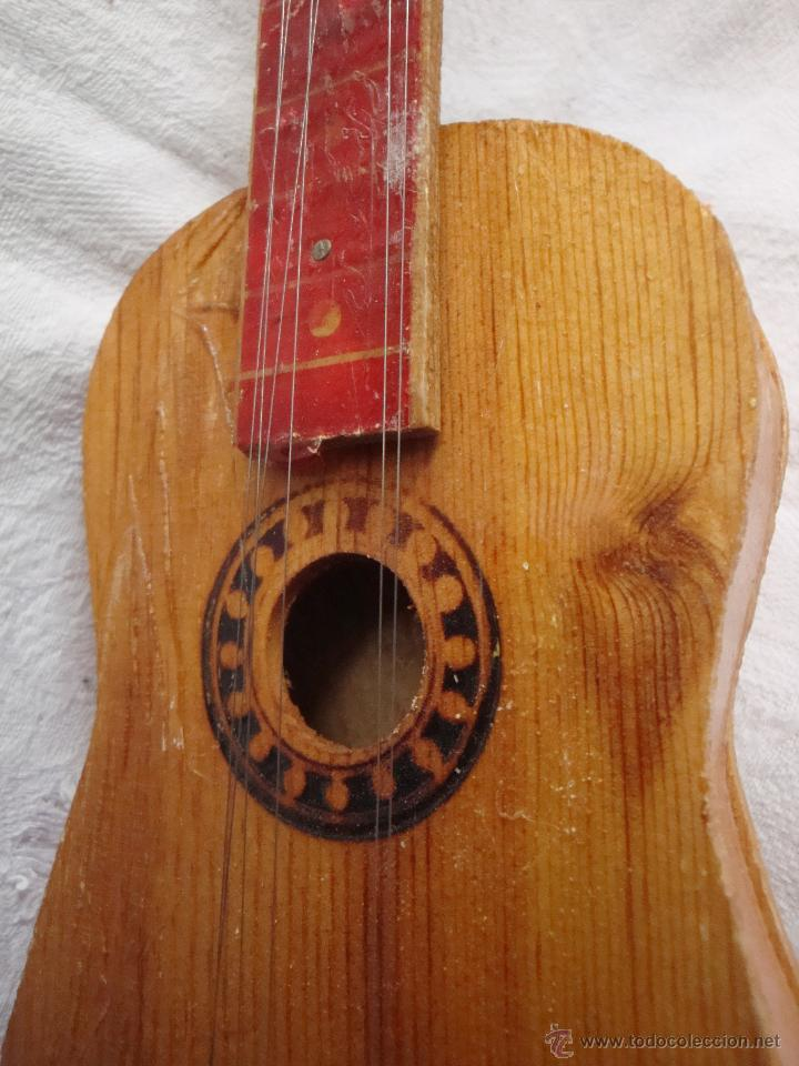 Juguetes antiguos y Juegos de colección: Guitarra pequeña de juguete en madera muy antigua - Foto 8 - 54443243