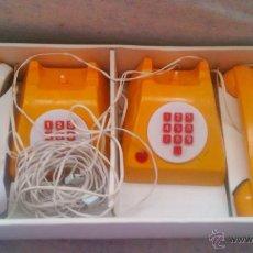 Juguetes antiguos y Juegos de colección: ANTIGUA PAREJA DE TELÉFONOS,JUGUETE,PUSH BUTTON TELEPHONE.MADE IN YUGOSLAVIA.FUNCIONAL.AÑOS 70.. Lote 54711461