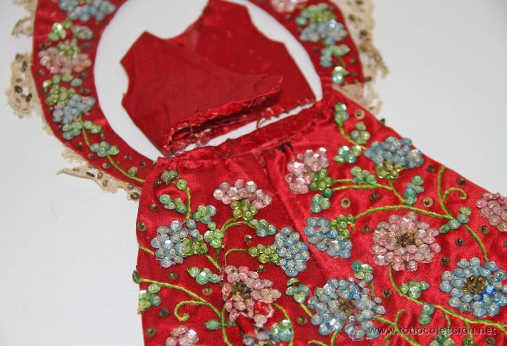 MU087 LOTE DE ROPA PARA MUÑECAS. DIVERSOS MATERIALES. PRINC. S. XX (Juguetes - Vestidos y Accesorios Muñeca Extranjera Antigua)